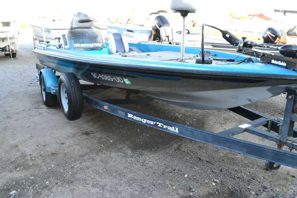 1991 ranger 361v 18 foot 1991 ranger motor boat in lake for Used boat motors for sale in sc