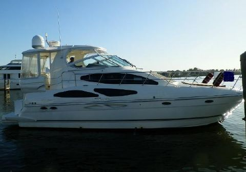 2007 Cruisers 415 Express Motoryacht