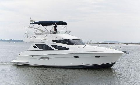 2005 Silverton 38 Sport Bridge Stbd Profile
