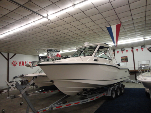 2015 Boston Whaler Conquest 285