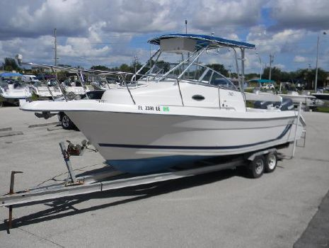 2000 Cobia Boats 260 Walk Around