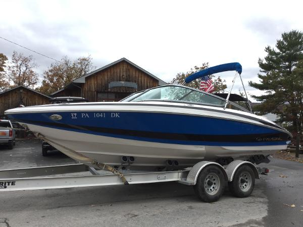 2013 regal 2100 bowrider 21 foot 2013 regal motor boat for Bowrider boats with outboard motors