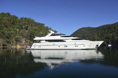 2011 Horizon Motoryacht with Raised Pilothouse and Skylounge Profile
