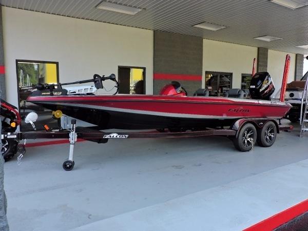2016 Falcon Boats F215