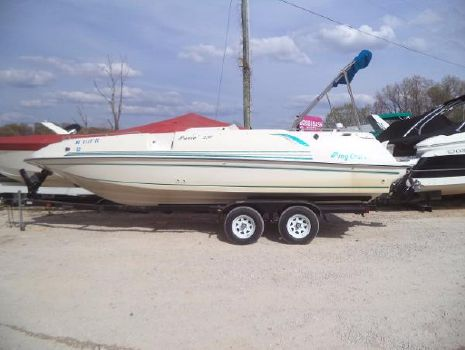 1996 Playcraft Previa 2500 Deck Boat