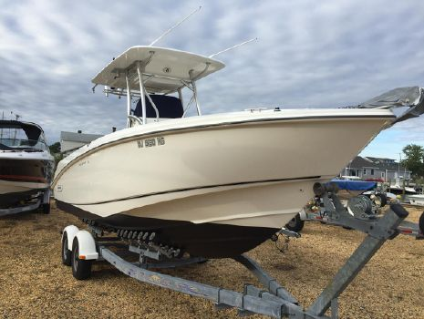 2006 Boston Whaler 270 Outrage Center Console
