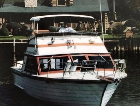 1988 Skiff Craft 31 Flybridge Docking