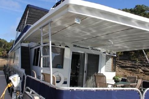 2000 Fantasy Houseboat 17' x 80' Widebody