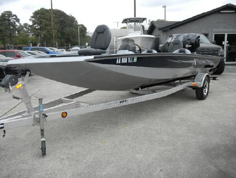 2012 Xpress X21 (ONLY 74 HOURS & WARRANTY UNTIL 8/2/2017)