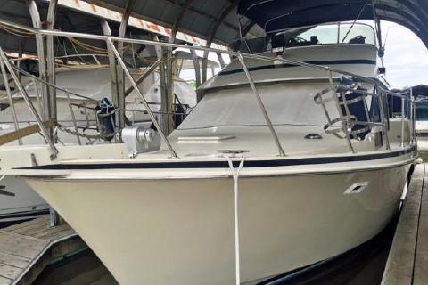 1985 Tolly 40 Sundeck Motor Yacht Bow