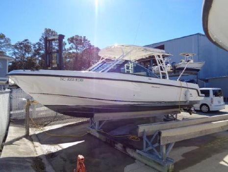 2016 Boston Whaler 27 VANTAGE DUAL CONSOLE Exterior profile in her dry slip