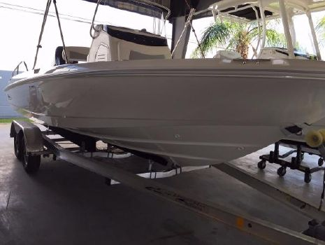 2016 Boston Whaler 210 Dauntless