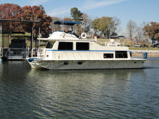 1983 Harbor Master Houseboat 43 Houseboat