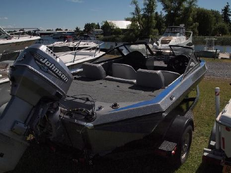 2000 Champion Boats 181DC