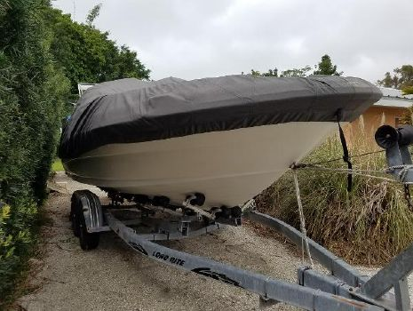 2004 SEA RAY 240 Sundeck
