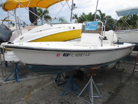 2000 Angler Boats 170 Center Console