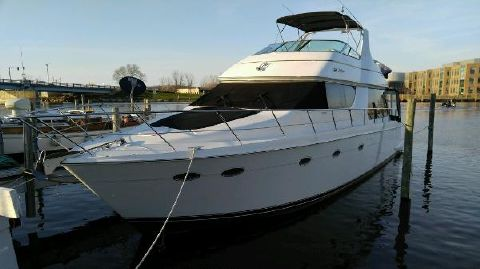 1998 Carver 530 Voyager w 610HP Volvos!