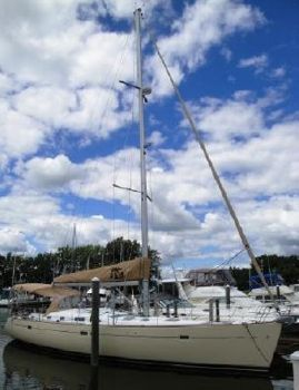 2005 Beneteau 473 At the Dock