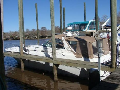 1995 Sea Ray 500 Sundancer At Dock