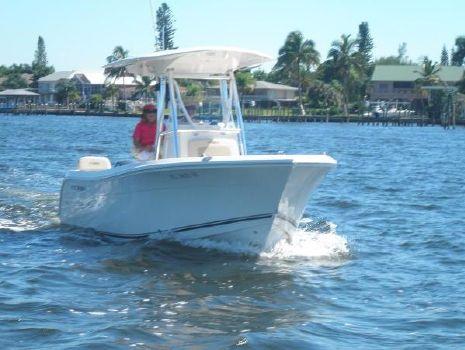 2014 Cobia Boats 217 Center Console