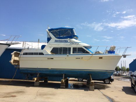1990 Tolly Sundeck Motor Yacht