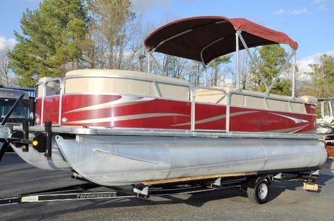 2011 Smoker-craft Sunchaser 820