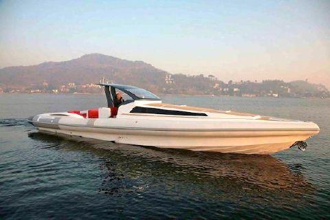 2016 Pirelli PZero 1400 Cabin Starboard Profile