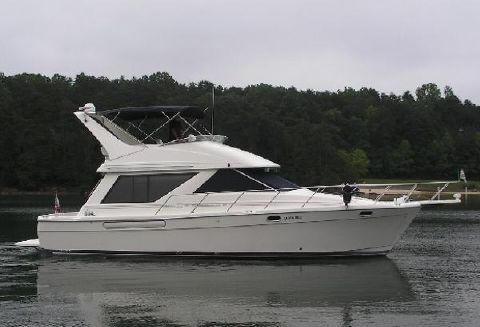 1998 Bayliner 3988 Command Bridge