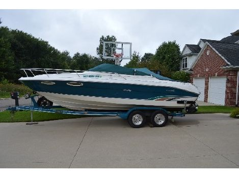 1996 Sea Ray 240 Signature Overnighter