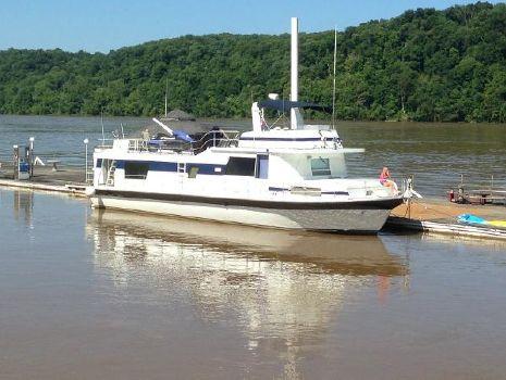 1979 Pluckebaum River Yacht