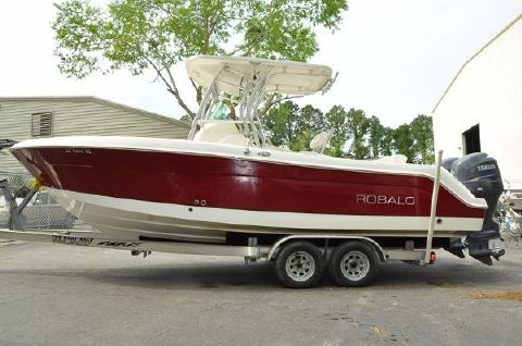 2011 Robalo R240 Center Console LOW HOURS