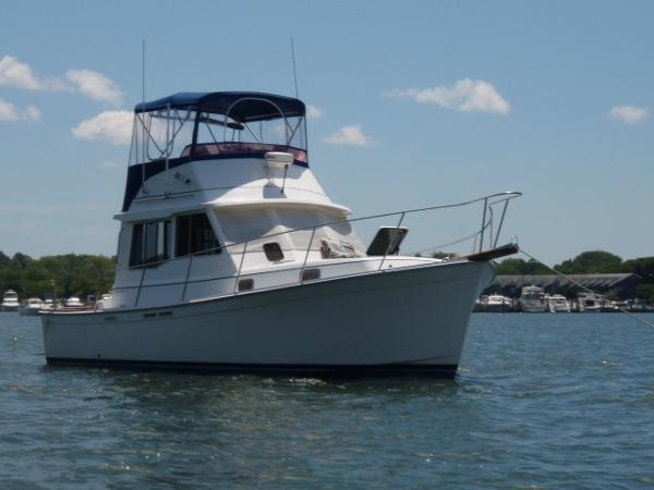 1988 Cape Dory 33 33' Cape Dory starboard forward profile