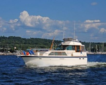 1980 Hatteras 43 Double Cabin Motoryacht 43' Hatteras port forward profile
