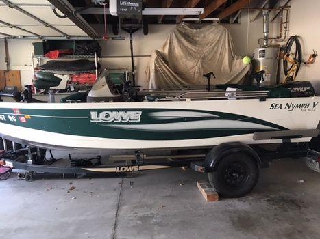2004 Lowe Fishing Machine