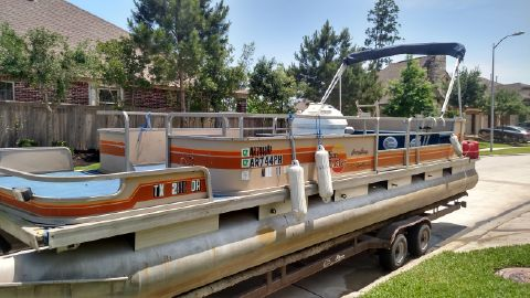 1980 Tracker Sun Tracker Party Barge