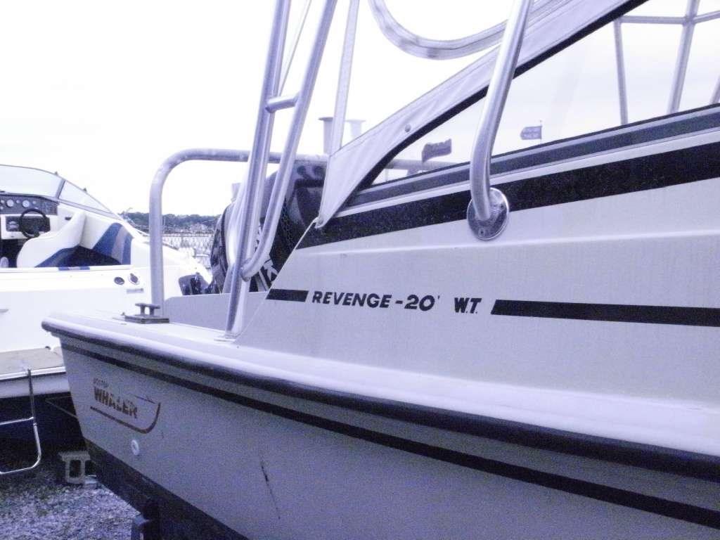 1987 Boston Whaler Revenge 20