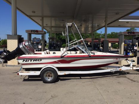 2000 Nitro Bass Boat