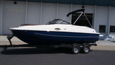 2018 Bayliner 215 Deck Boat