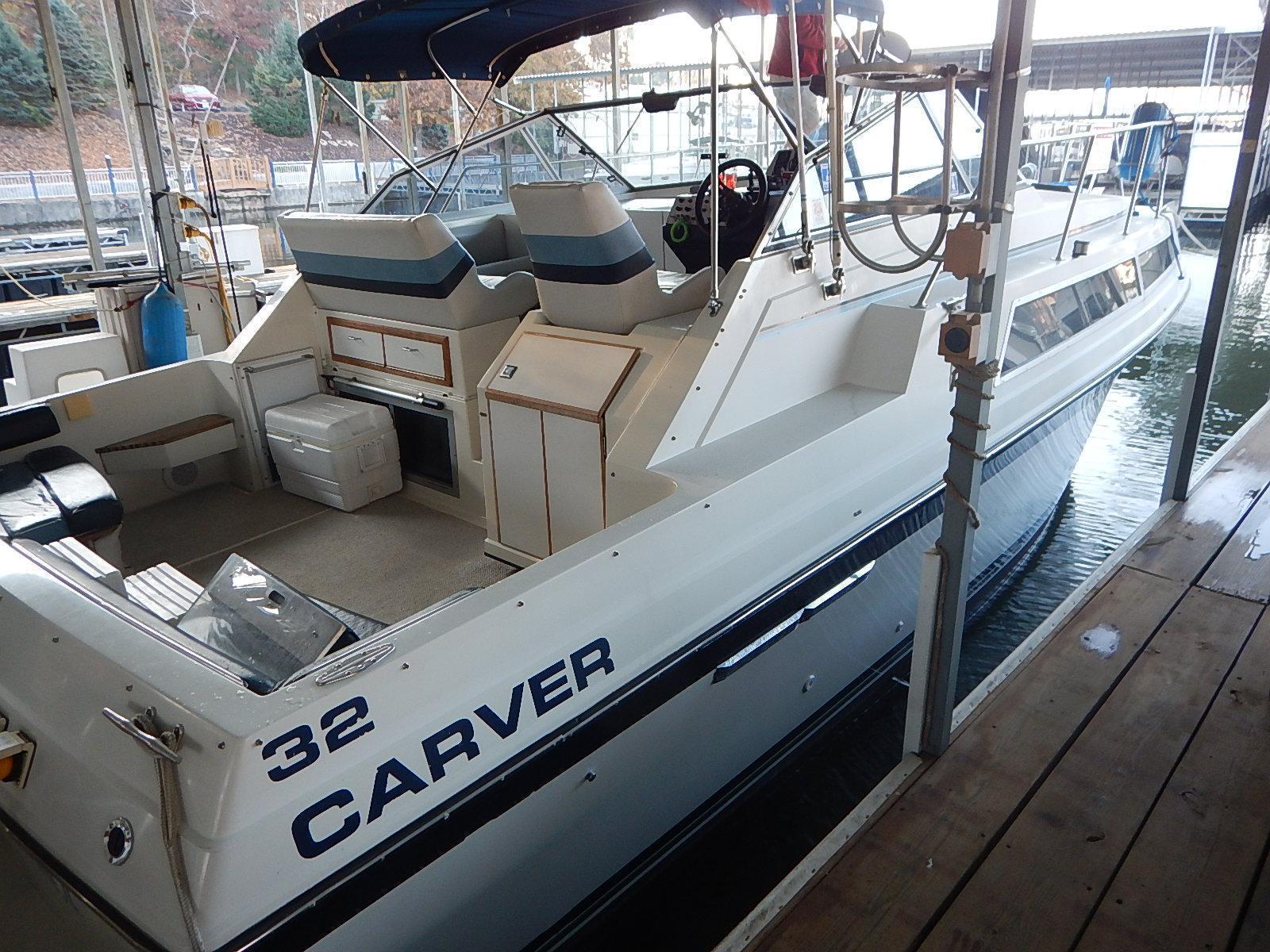 1988 Carver 32 Montego