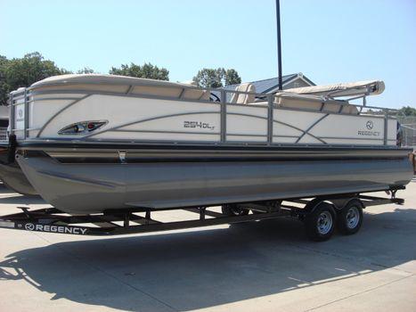 2016 Regency Boats Recreational 254 DL3