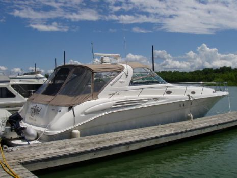 1998 Sea Ray 450 Sundancer Starboard Side in Slip