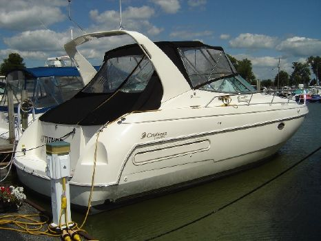 1998 Cruisers Yachts 3575