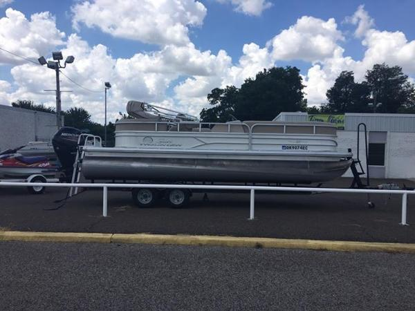 2017 Tracker Sun Tracker Party Barge 22