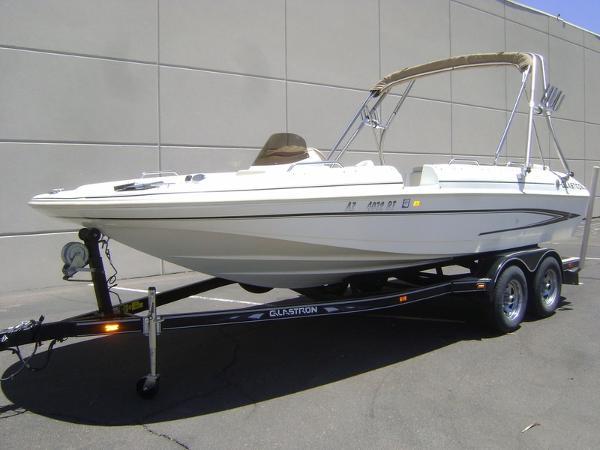 2004 Glastron DX 205