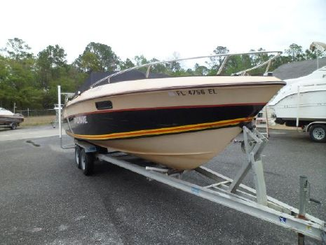 1983 Wellcraft Nova 230