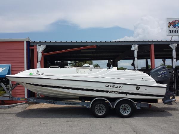 2002 Century 2160 Deck Boat