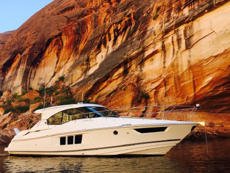 2014 Cruisers Yachts Cantius 45