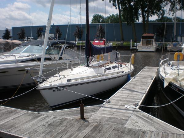 Check out this 1983 CATALINA Capri 30 on Boattrader com