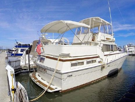 1981 Viking 43 Double Cabin Motor Yacht Starboard Aft Profile