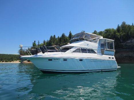 1997 Cruisers 3650 Motor Yacht Profile